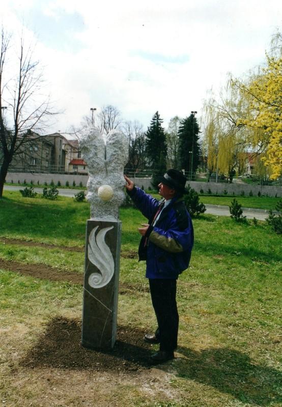 Hudlice, park – Květ radosti (mramor)